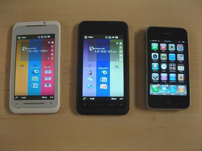 東芝のスマートフォンTG01とiPhone 3Gの比較写真