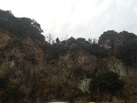 切り立った岩山