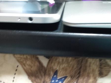 iPadとMacBook Air 一番手前の部分はiPadよりも薄い その2