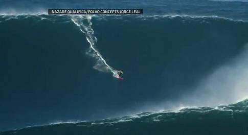 約27メートルの波を乗りこなして世界記録となったサーフィンの映像