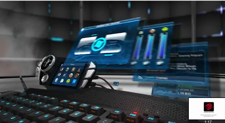 タッチパネルなども搭載している近未来的キーボード「S.T.R.I.K.E. 7」