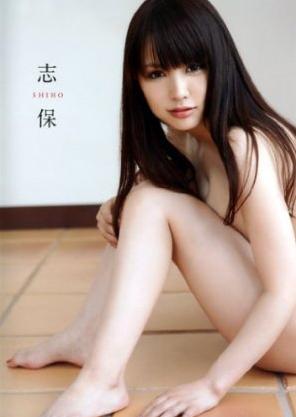 『仮面ライダーフォーゼ』で野座間友子役を演じていた志保の初写真集『 志保 』