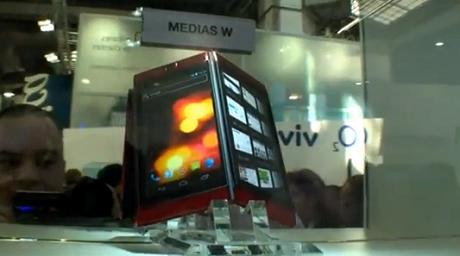 NECの2画面液晶のAndroid携帯「MEDIAS W」がドコモから4月に発売!