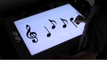 テーブルの上に置いた音符が楽譜となって音が流れる「Noteput」